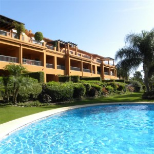 Penthouse for sale in Benahavis - Stunning frontline golf penthouse for sale in Benatalaya