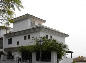 Villa for refurbishment in center of Marbella with sea views