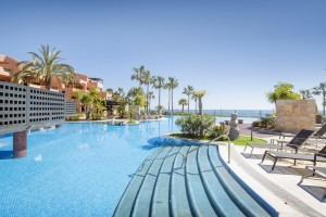 Stunning beachfront apartment with sea views in Estepona